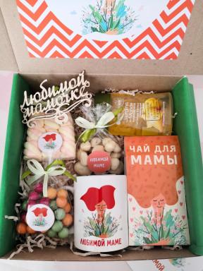 """Подарочный набор """"Мама с букетом"""" в квадратной коробке"""